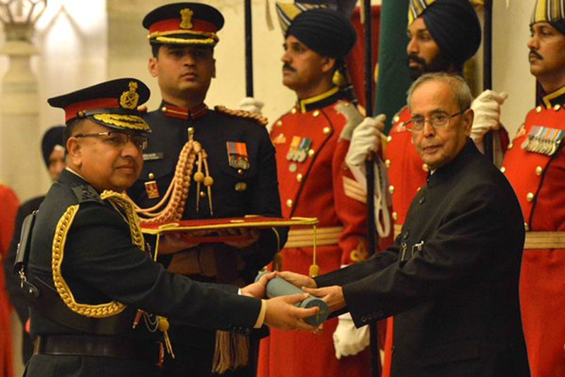 Indian President Pranab Mukherjee confers the Honorary Rank of General of Indian Army on Nepal Army Chief General Rajendra Chhetri, in New Delhi, on Wednesday, February 3, 2016. Photo: https://twitter.com/RashtrapatiBhvn