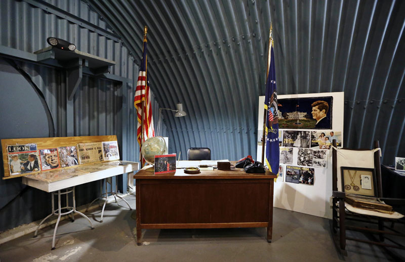A replica of the wooden desk where President John F. Kennedy would have worked sits in Kennedy's bunker on Peanut Island in Riviera Beach, Florida, on Friday, February 26, 2016. Photo: AP