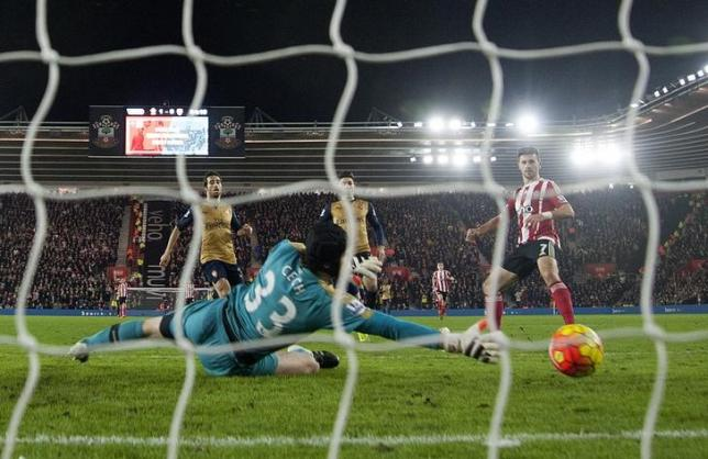 Football Soccer - Southampton v Arsenal - Barclays Premier League - St Mary's Stadium - 26/12/15nShane Long scores the second goal for SouthamptonnAction Images via Reuters / Alan Walter/Livepic