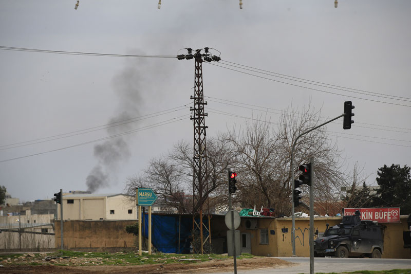 Smoke billows from a fire at the southeastern town of Nusaybin, Turkey, near the border with Syria, where Turkish security forces are battling militants linked to the outlawed Kurdistan Workers, Party or PKK, on Sunday, February 14, 2016, a day after Turkish media reports said a police officer was injured in a clash. Photo: AP