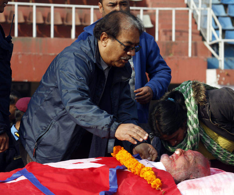 India's former political advisor of Indian PM HN Sharma pays tributes to Sushil Koirala at Dasharath Stadium. Photo: RSS