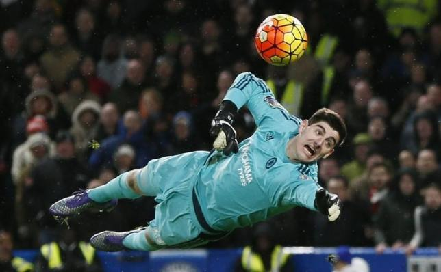 Football Soccer - Chelsea v Manchester United - Barclays Premier League - Stamford Bridge - 7/2/16nChelsea's Thibaut Courtois in actionnReuters / Stefan Wermuth/ Livepic