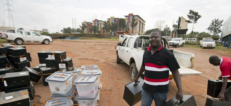 An electoral worker delivers boxes to a district counting center in Kampala, Uganda, on Saturday, February 20, 2016. Photo: AP