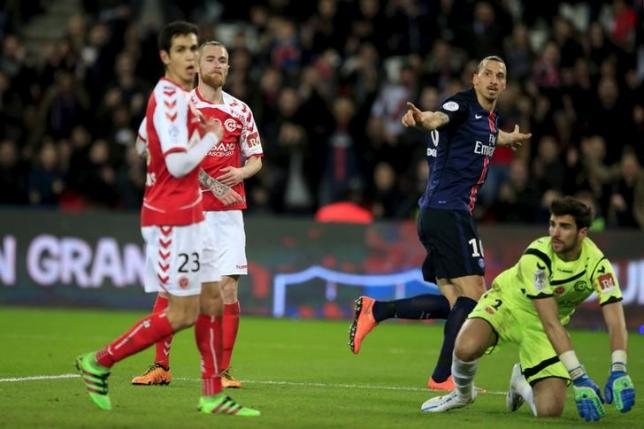 Zlatan Ibrahimovic (R) of Paris St Germain celebrates his goal  during their French Ligue 1 soccer match against Reims at the Parc des Princes Stadium in Paris, February 20, 2016.  REUTERS/Pascal Rossignol