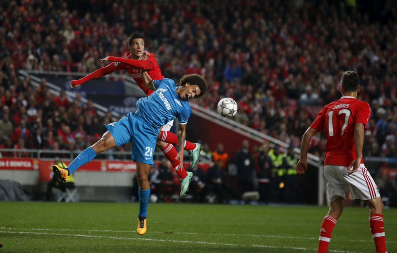 Benfica's Raul Jimenez (L) in action against Zenit St. Petersburg's Axel Witsel during UEFA Champions League game at Luz Stadium in Lisbon on Tuesday, February 16, 2016. Photo: Reuters