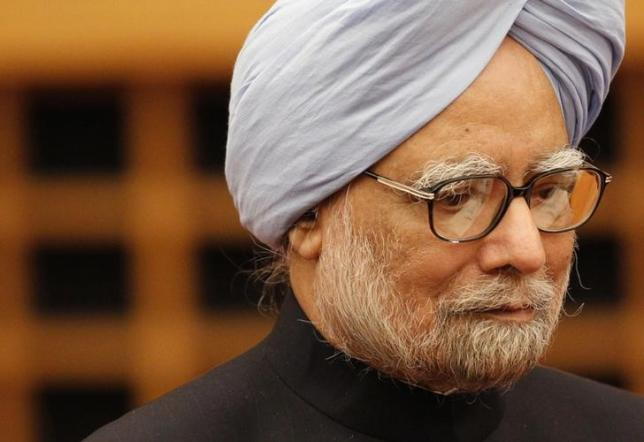 Former Indian PM Manmohan Singh walks into a room to deliver his speech at a hotel in Tokyo May 28, 2013. REUTERS/Yuya Shino/Files