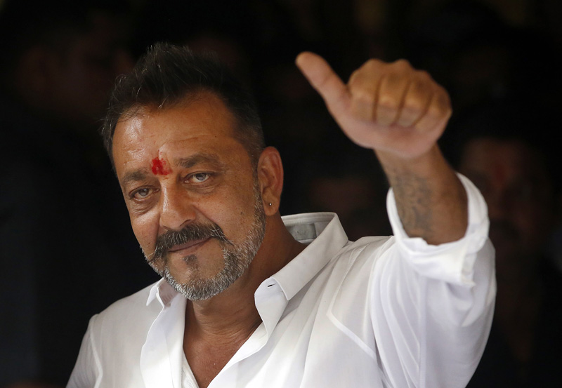 Bollywood actor Sanjay Dutt shows a thumbs up sign after arriving at his residence in Mumbai, India, Thursday, February 25, 2016. Photo: AP