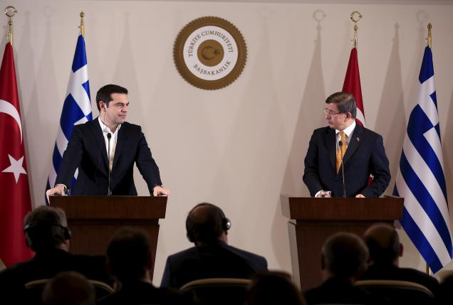 Turkish Prime Minister Ahmet Davutoglu (R) and his Greek counterpart Alexis Tsipras attend a news conference in the Aegean port city of Izmir, western Turkey, March 8, 2016. REUTERS/Lefteris Pitarakis/Pool