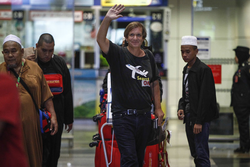 American adventurer Blaine Gibson, center, waves as he arrives at the Kuala Lumpur International Airport in Sepang, Malaysia, on Saturday, March 5, 2016. Photo: AP
