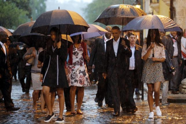 U.S. President Barack Obama tours Old Havana with his family at the start of a three-day visit to Cuba, in Havana March 20, 2016. REUTERS/Carlos Barria