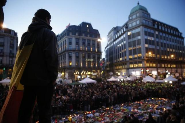 People gather at the Place de la Bourse to pay tribute to the victims of Tuesday's bomb attacks in Brussels, Belgium, March 25, 2016.   REUTERS/Christian Hartmann