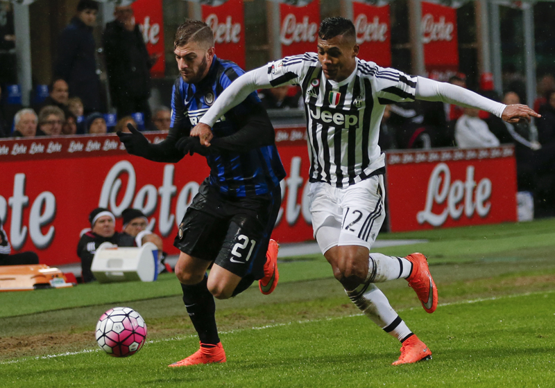 Inter Milanu0092s Davide Santon , left, and Juventus' Alex Sandro grapple for the ball during the Italian Cup second leg semifinal soccer match between Inter Milan and Juventus at the San Siro stadium in Milan, Italy, Wednesday, March 2, 2016. Photo: AP