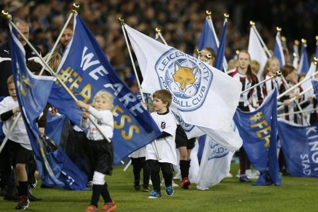 Young flag bearers before the match. Photo: Reuters