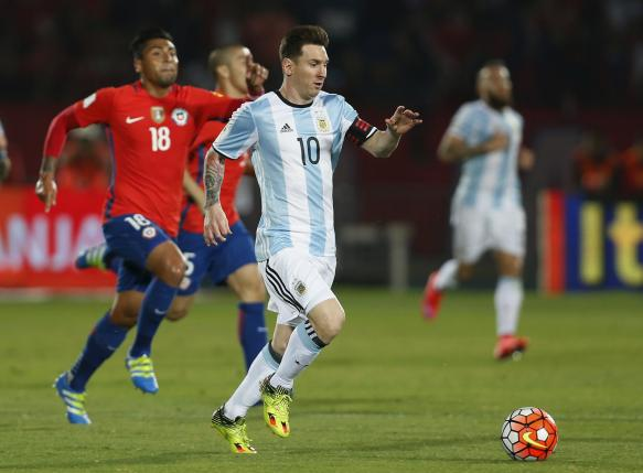 Football Soccer - Chile v Argentina - World Cup 2018 Qualifier, at Nacional Stadium, Santiago, Chile, 24/3/16. Lionel Messi (10) of Argentina and Gonzalo Jara (18) of Chile in action.  REUTERS/Rodrigo Garrido