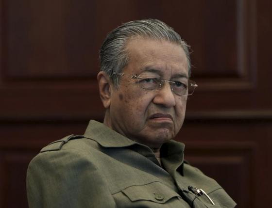 Former Malaysian prime minister Mahathir Mohamad is pictured during an interview at his office in Kuala Lumpur, in this file picture taken October 18, 2013. REUTERS/Samsul Said/Files