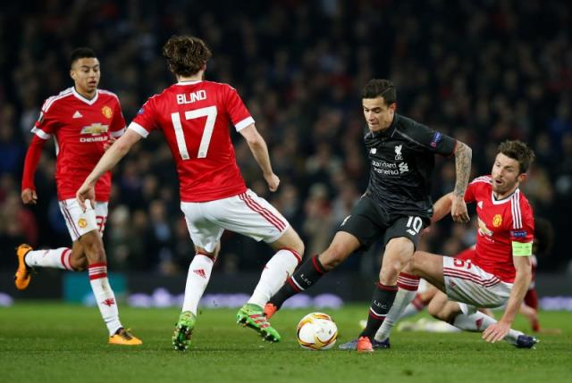 Football Soccer - Manchester United v Liverpool - UEFA Europa League Round of 16 Second Leg - Old Trafford, Manchester, England - 17/3/16nLiverpool's Philippe Coutinho in action with Manchester United's Michael Carrick and Daley BlindnReuters / Andrew Yates