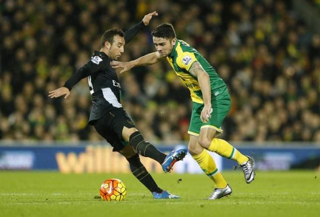 Football Soccer - Norwich City v Arsenal - Barclays Premier League - Carrow Road - 29/11/15nNorwich's Robert Brady and Arsenal's Santi Cazorla in actionnAction Images via Reuters / Andrew Boyers/ Livepic