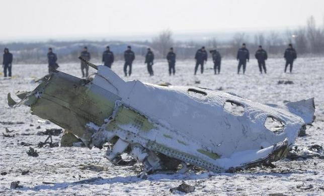 Emergencies Ministry members work at the crash site of a Boeing 737-800 Flight FZ981 operated by Dubai-based budget carrier Flydubai, at the airport of Rostov-On-Don, Russia, March 20, 2016. REUTERS/Maxim Shemetov
