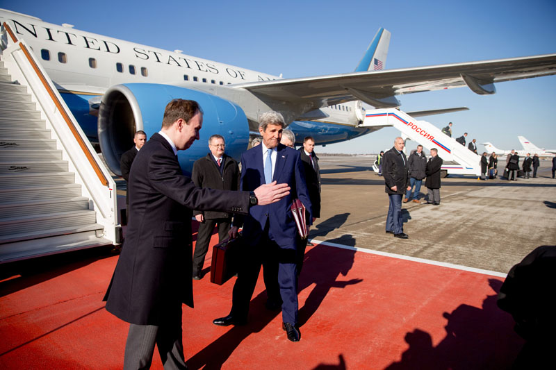 Secretary of State John Kerry arrives at Vnukovo International Airport in Moscow, Russia, on Wednesday, March 23, 2016. Photo: AP