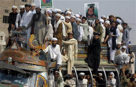 Pakistani supporters of Mumtaz Qadri protest his execution in Peshawar, Pakistan, Monday, Feb. 29, 2016. Pakistan on Monday hanged Qadri, the convicted killer of a former governor, shot in 2011 by his bodyguard who accused him of blasphemy, officials said. Photo: AP
