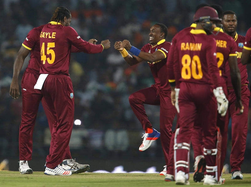 West Indies Chris Gayle (left) and Dwayne Bravo celebrate after Gayle took the wicket of South Africa's Rilee Rossouw World Twenty20 cricket tournament in Nagpur, India, on March 25, 2016. Photo: Reuters
