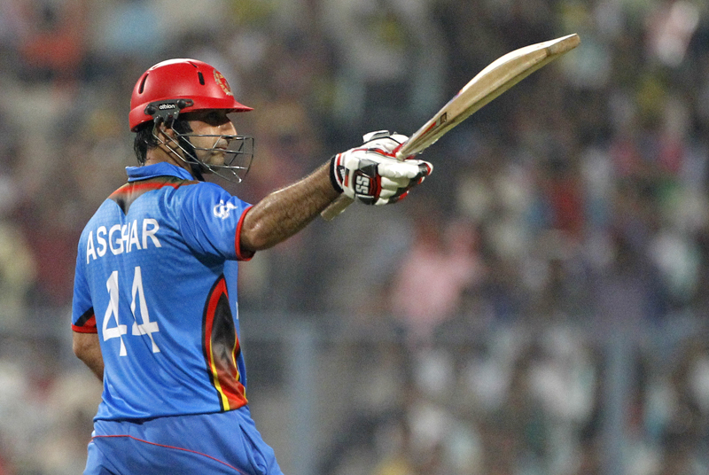 Afghanistanu0092s Asghar Stanikzai  acknowledges the crowd after scoring 50 runs during their match against Sri Lanka at the ICC World Twenty20 2016 cricket tournament in Kolkata, India, Thursday, March 17, 2016. Photo: AP