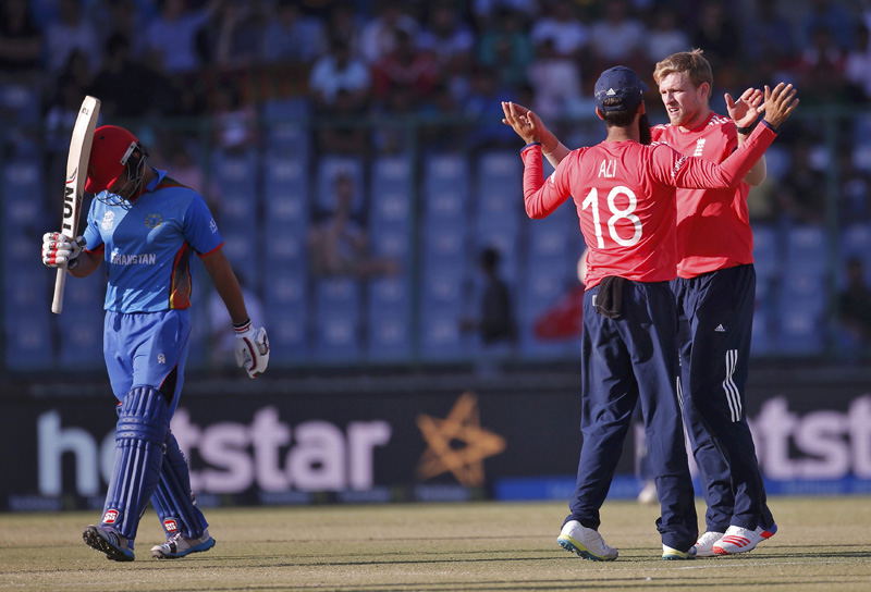 England's David Willey (R) celebrates with his teammate Moeen Ali after taking the wicket of Afghanistan's Gulbadin Naib during ICC World Twenty20 Cricket Tournament at  Feroz Shah Kotla Stadium in New Delhi on Wednesday, March 23, 2016. Photo: Reuters