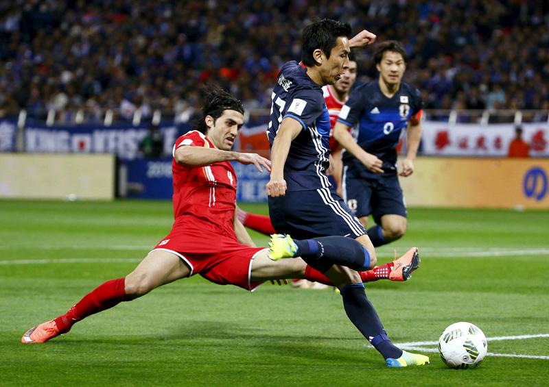 Japan's Makoto Hasebe and Syria's Hamdi Al Masri in action during World Cup 2018 qualifer at Saitama Stadium in Japan on Tuesday, March 29, 2016. Photo: Reuters