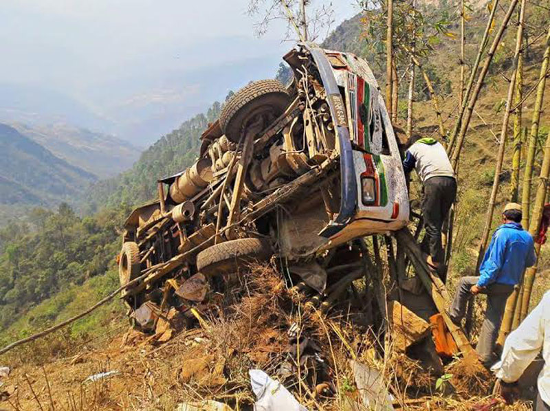 A bus that met with an accident at Barkhetar in Arkhanle of Khotang district on Tuesday, April 12, 2016. Photo: Dilip Khatri