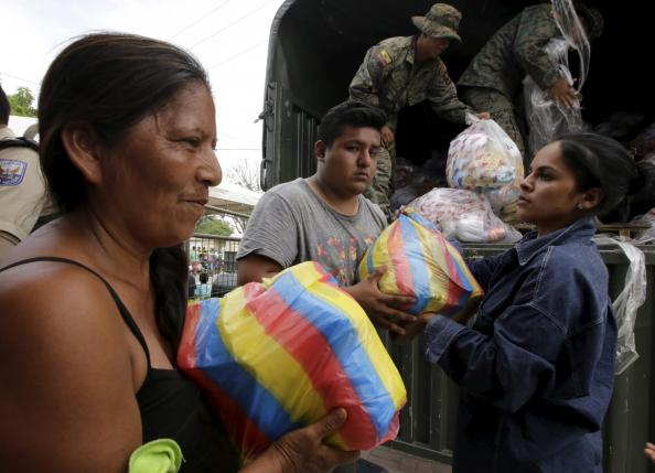 A woman receives donations from volunteers in Manta, after an earthquake struck off Ecuador's Pacific coast, April 21, 2016. REUTERS/Henry Romero