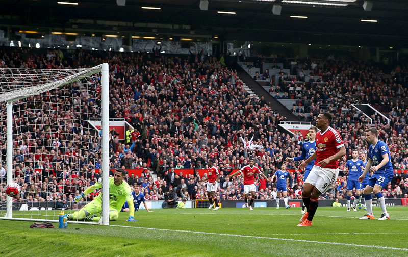 Manchester United's Anthony Martial (right) scores his side's first goal of the game, during the English Premier League soccer match between Manchester United and Everton, at Old Trafford, in Manchester, England, on Sunday April 3, 2016. Photo: Martin Rickett/PA via AP