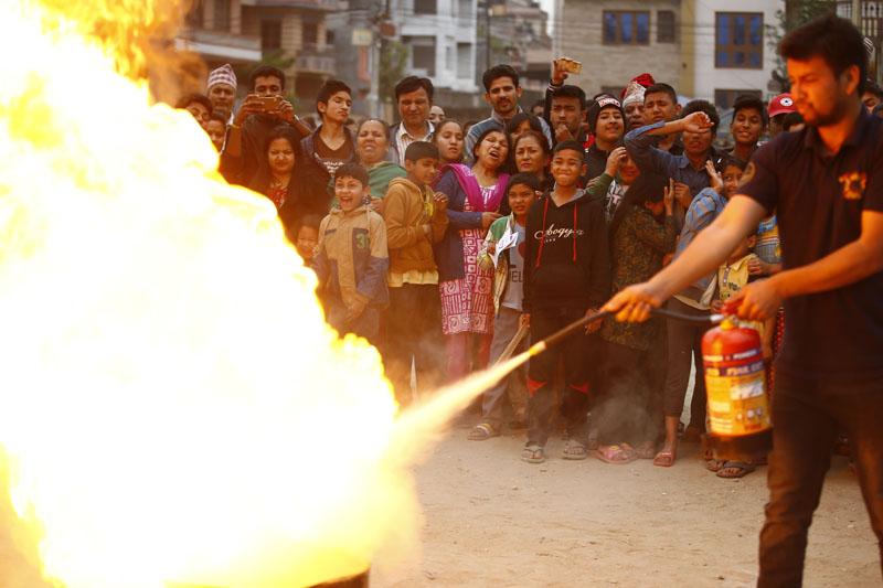 A firefighter demonstrates extinguishing fire. Photo: Skanda Gautam/THT