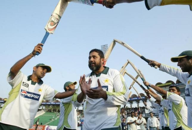 Pakistan's cricket players pay respect to Inzamam-ul-Haq (C) on the fifth day of their second test cricket match against South Africa at Gaddafi Stadium in Lahore October 12, 2007. REUTERS/Zahid Hussein/Files