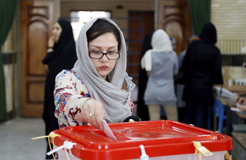 An Iranian woman casts her ballot for the parliamentary runoff elections in a polling station at the city of Qods about 12 miles (20 kilometres) west of the capital Tehran, Iran, Friday, April 29, 2016. Photo: AP