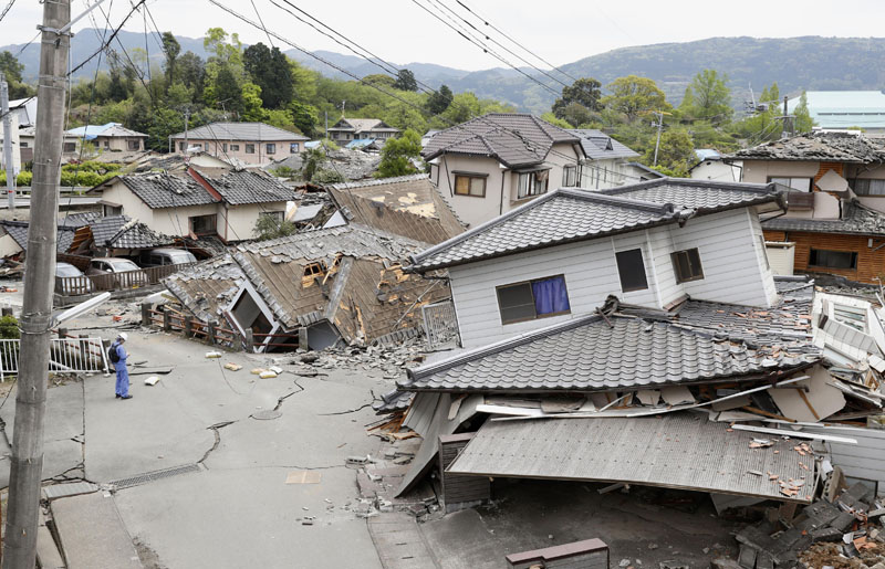 Damaged houses sit after an earthquake in Mashiki, Kumamoto prefecture, southern Japan, on Saturday, April 16, 2016. Photo: Kyodo News via AP