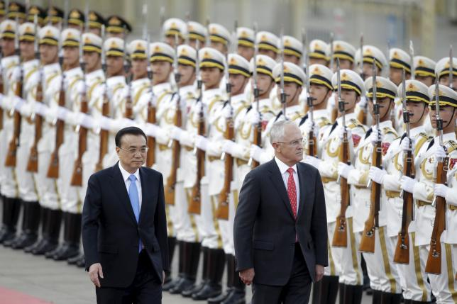 China's Premier Li Keqiang and Australian Prime Minister Malcolm Turnbull (R) review honour guards during a welcoming ceremony at the Great Hall of the People in Beijing, China, April 14, 2016. REUTERS/Jason Lee