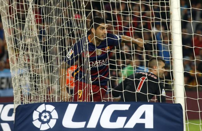 Football Soccer - Barcelona v Sporting Gijon - Spanish Liga BBVA - Camp Nou stadium, Barcelona - 23/4/16Barcelona's Luis Suarez celebrates a goal against Sporting Gijon's goalkeeper Ivan Cuellar.  REUTERS/Albert Gea