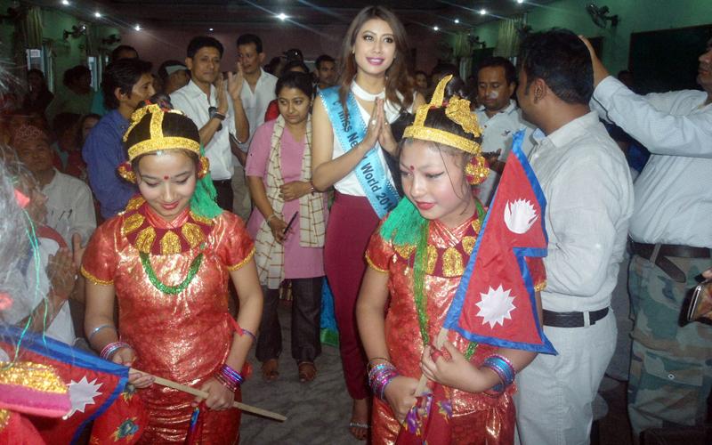 Miss Nepal Asmi shrestha welcomed at the felicitation programme.