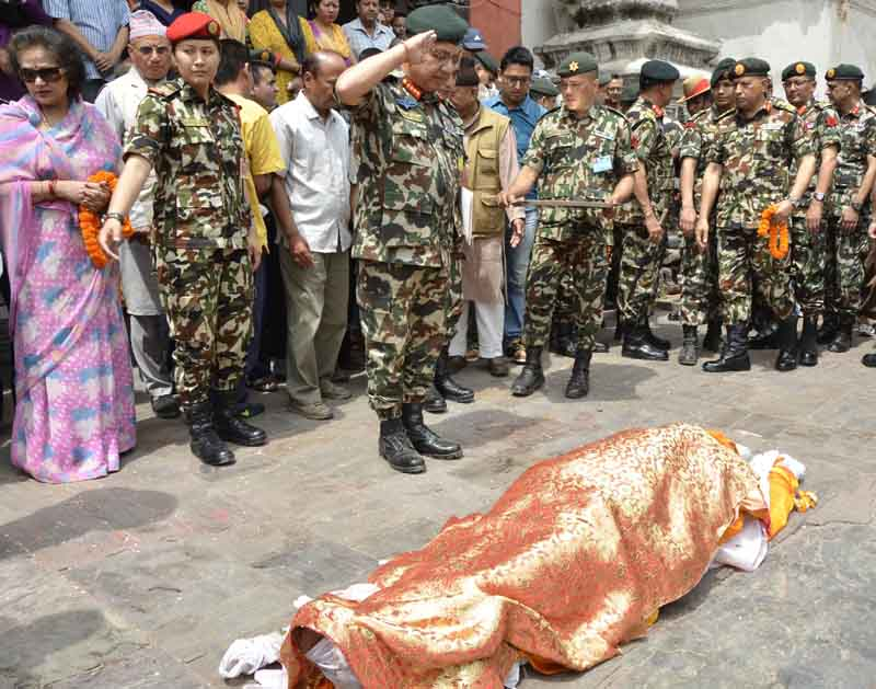 Chief of Army Staff Rajendra Chhetri pays final tributes to former Chief of Army Staff Gadul Shamsher Rana, at the Pashupati Aryaghat, on Wednesday, April 6, 2016. Photo: NA DPR