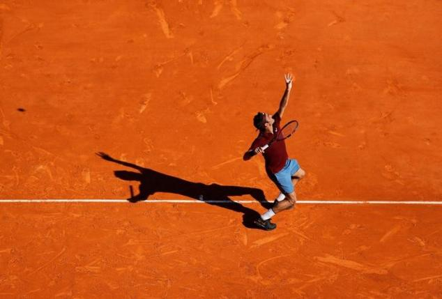 Tennis - Monte Carlo Masters - Monaco, 12/04/2016. Roger Federer of Switzerland serves to Guillermo Garcia-Lopez of Spain. REUTERS/Eric Gaillard