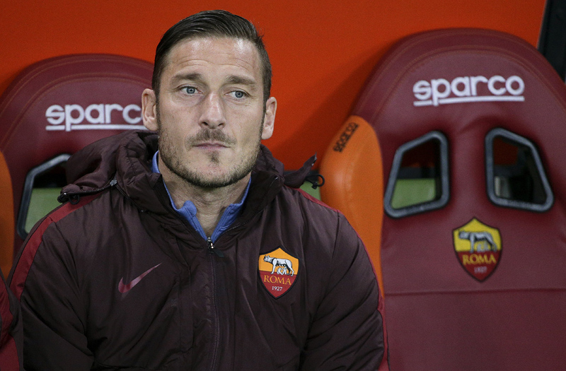 AS Roma's Francesco Totti sits on the bench before the match Inter Milan Vs Roma at Olympic Stadium in Rome on March 19, 2016. Photo: Reuters
