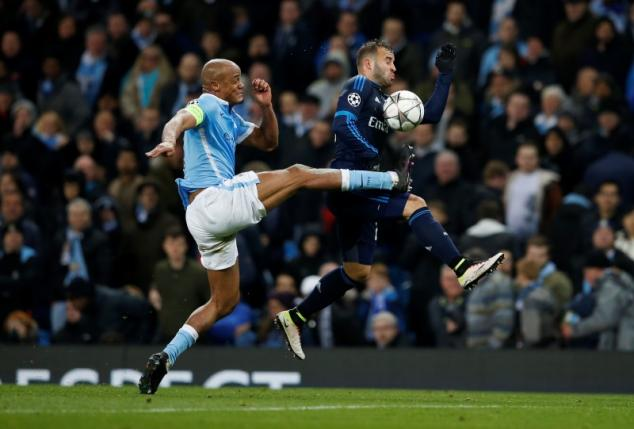 Football Soccer - Manchester City v Real Madrid - UEFA Champions League Semi Final First Leg - Etihad Stadium, Manchester, England - 26/4/16nManchester City's Vincent Kompany in action with Real Madrid's JesenReuters / Phil NoblenLivepic