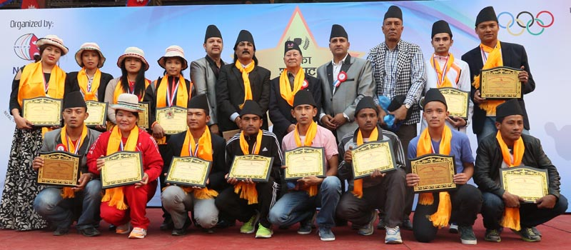 Winners of the NNIPA Player of the Year awards pose for a group photo with officials at the Bhaktapur Durbar square on Friday. Photo: THT