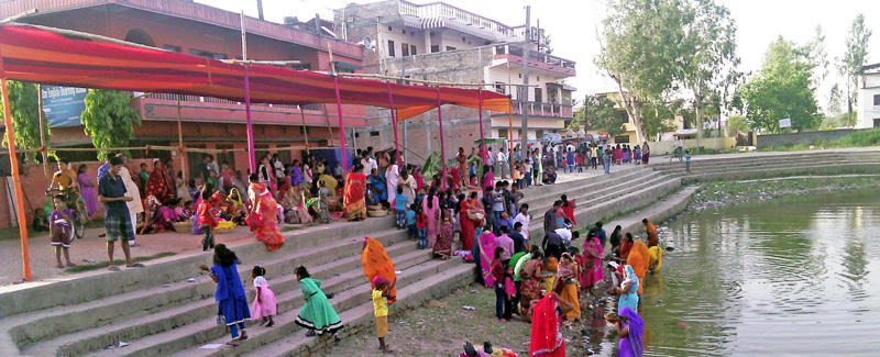 Female devotees gather at a pond to offer argha to the setting sun at Garu-8 in Rautahat district on Tuesday, April 12, 2016. Photo: Prabhat Kumar Jha