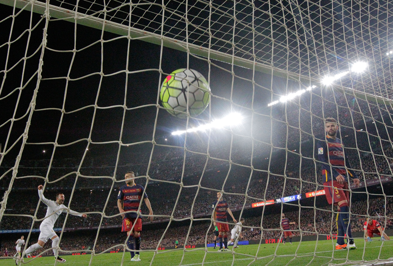 Barcelona goalkeeper Claudio Bravo, right, and Gerard Pique, 2nd right, watch the ball hit the net after Real Madrid's Cristiano Ronaldo scored the winning goal during a Spanish La Liga soccer match between Barcelona and Real Madrid, dubbed 'el clasico', at the Camp Nou stadium in Barcelona, Spain, Saturday, April 2, 2016. Photo: AP