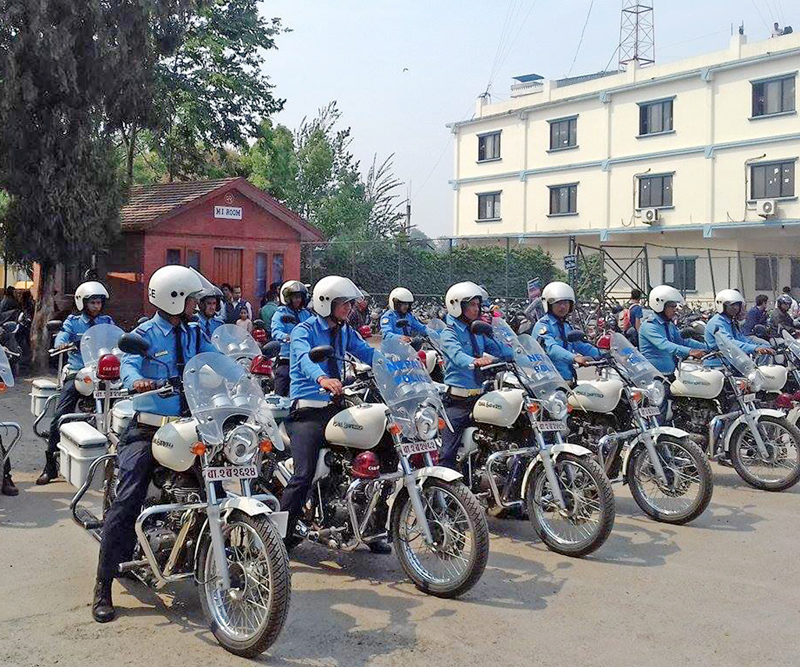 Members of a special team of trained traffic police officers pose for a photograph as the team was announced by the Metropolitan Traffic Police Division on Sunday, April 10, 2016. The team will be mobilised to nab the traffic rule violators who flee after the offence. Photo: RSS