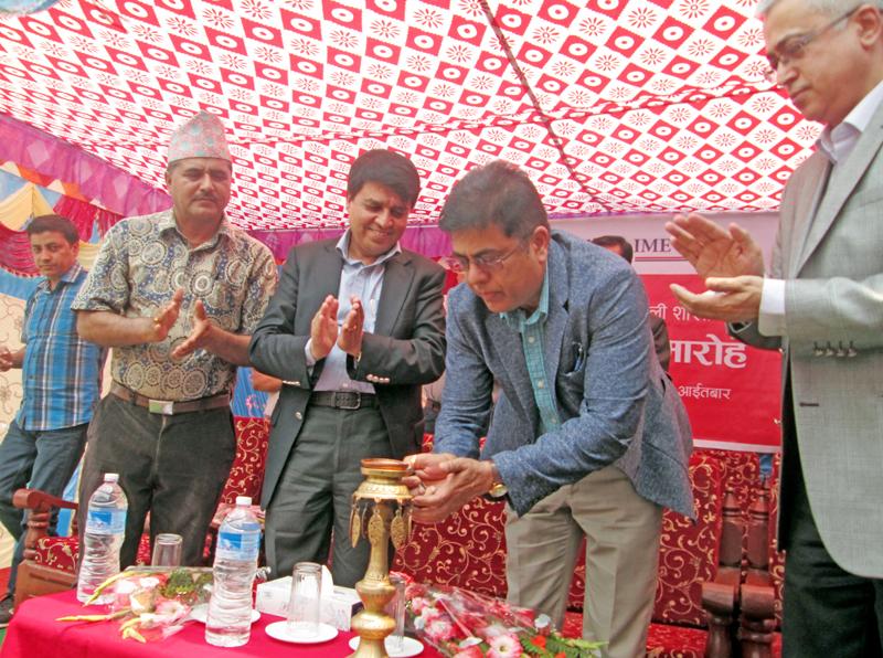 Nepal Rastra Bank Governor Chiranjibi Nepal inaugurating the Global IME Bank Limited, Damauli branch, in Tanahun, on Sunday, May 1, 2016. Photo: THT