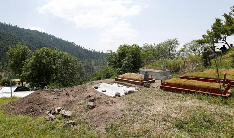 Ambreen Riasat's fresh grave is seen in the graveyard in the village of Makol outside Abbottabad, Pakistan May 6, 2016. Photo: Caren Firouz/Reuters