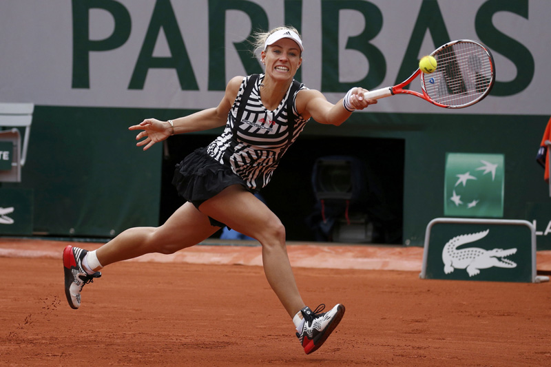 Angelique Kerber returns the ball during French Open in Paris on May 24, 2016. Photo: Reuters