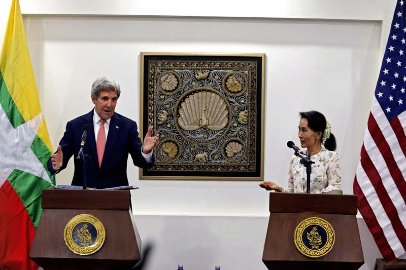 Myanmar's Foreign Minister Aung San Suu Kyi and US Secretary of State John Kerry attend a joint news conference in Naypyitaw, Myanmar, on May 2016. Photo: Reuters